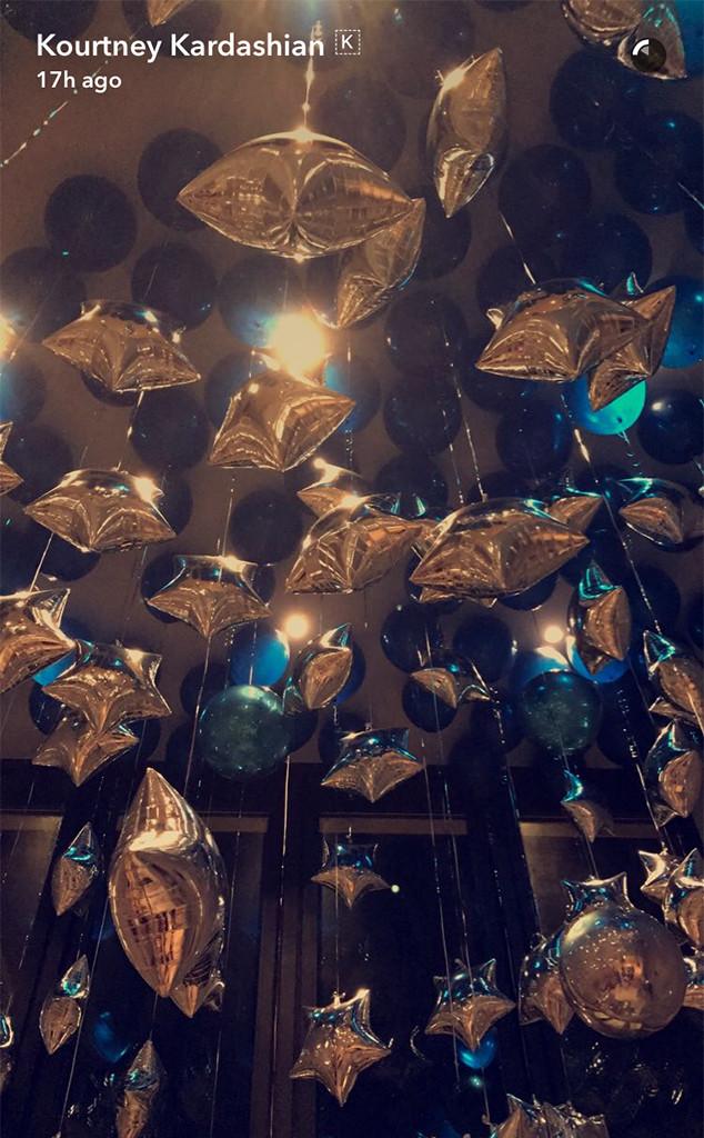 rs_634x1024-161201110045-634-kourtney-kardashian-balloons-113016